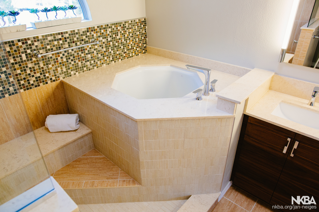 Corner soaking tub - NKBA